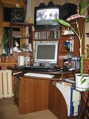 Продам компьютерный стол,  угловой