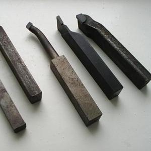 Продаю резцы расточные для сквозных  и глухих отверстий